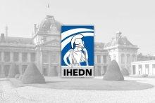 Logo de l'IHEDN sur photo du bâtiment de l'institut